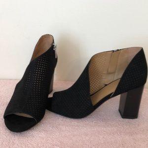Franco Sarto size 7 Open toe booties like new